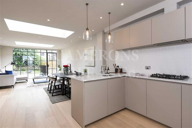 Flat for sale in Brondesbury Road, Queens Park, London
