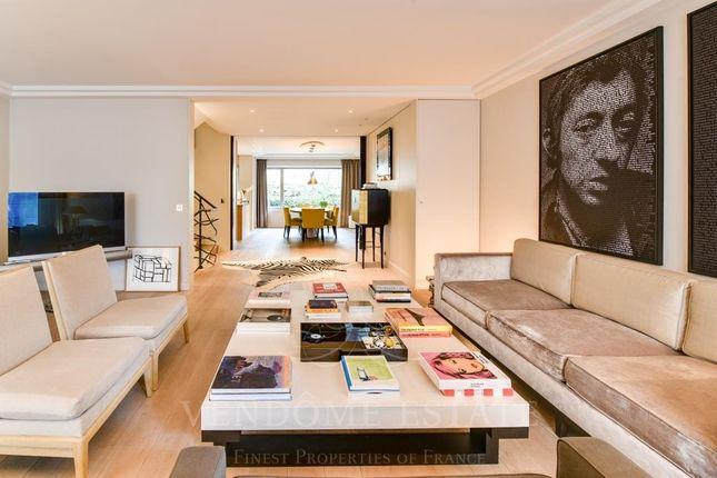 Living Room of 75016 Paris, France