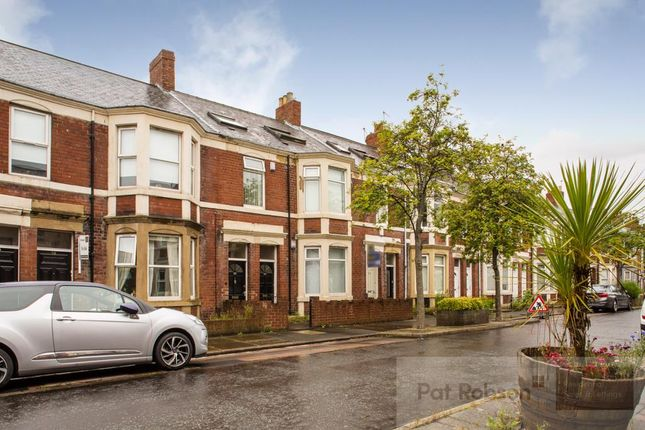 2 bed flat for sale in Kelvin Grove, Sandyford, Newcastle Upon Tyne