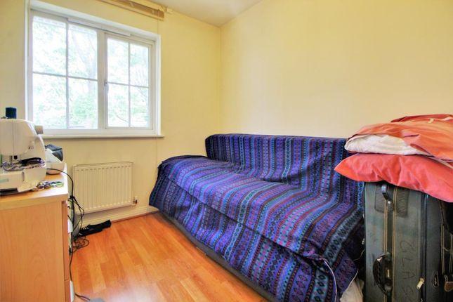 Room 8 of Queen Elizabeth Close, Ash, Surrey GU12