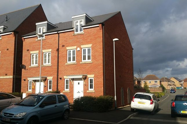 Town house to rent in Seymour Way, Magor, Caldicot