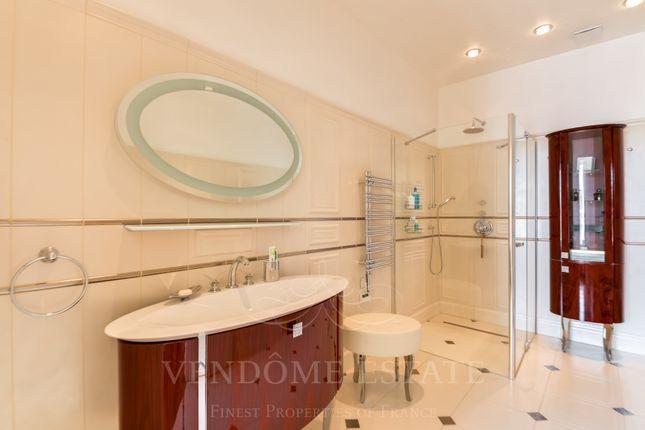 Bathrooms of 75007 Paris, France