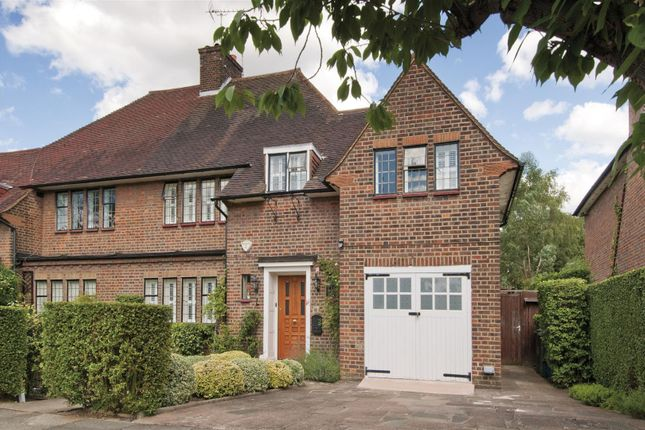 Thumbnail Cottage for sale in Litchfield Way, London