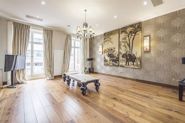 5 bed town house to rent in Queensberry Place, South Kensington SW7