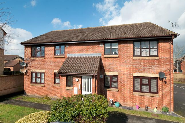 2 bed flat for sale in The Ridings, Paddock Wood, Tonbridge TN12