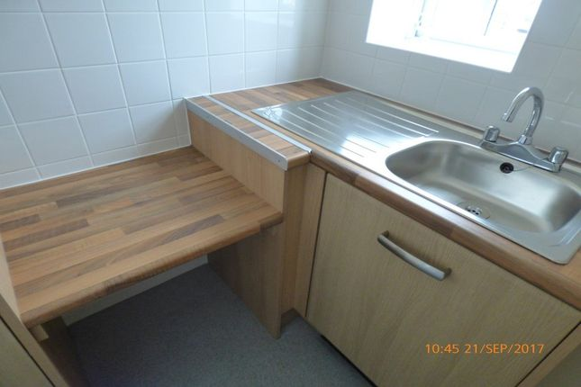 Thumbnail Flat to rent in Bosworth Road, Measham, Swadlincote