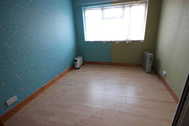Thumbnail Flat to rent in Burnham Lane, Slough