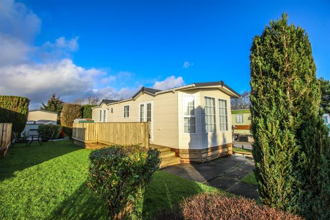 Thumbnail Mobile/park home for sale in Woodhill Road, Bishopbriggs, Glasgow