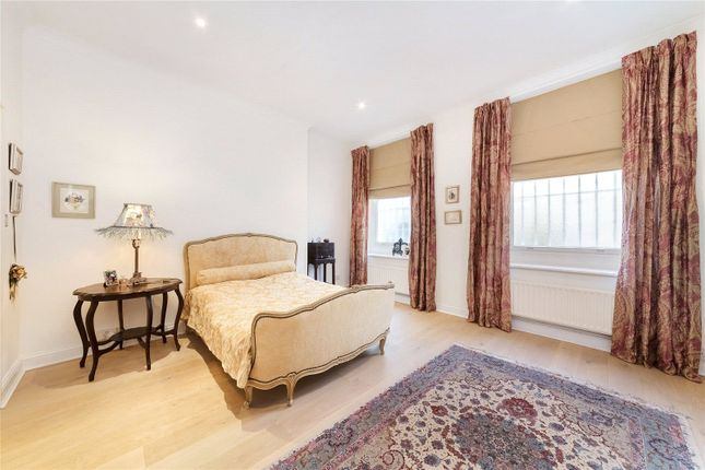 Bedroom of Queen's Gate Terrace, London SW7