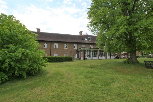 Thumbnail Flat to rent in Octagon Road, Hersham, Walton On Thames, Surrey