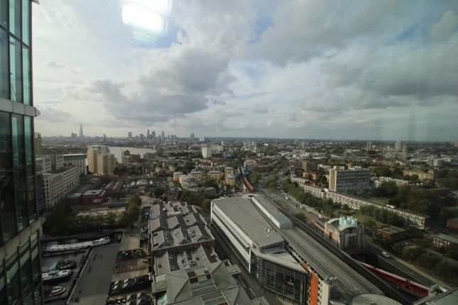 Thumbnail Flat to rent in Hertsmere Road, London