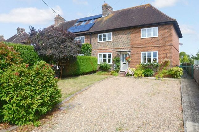 Thumbnail Semi-detached house for sale in Lingfield Road, Edenbridge