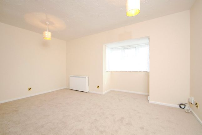 Picture No. 17 of Rabournmead Drive, Northolt, Middlesex UB5