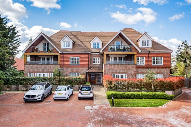 3 bed flat for sale in Bickley Road, Bickley, Kent BR1