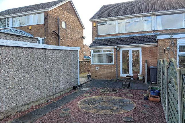 Picture No. 20 of Priory Way, Mirfield, West Yorkshire WF14