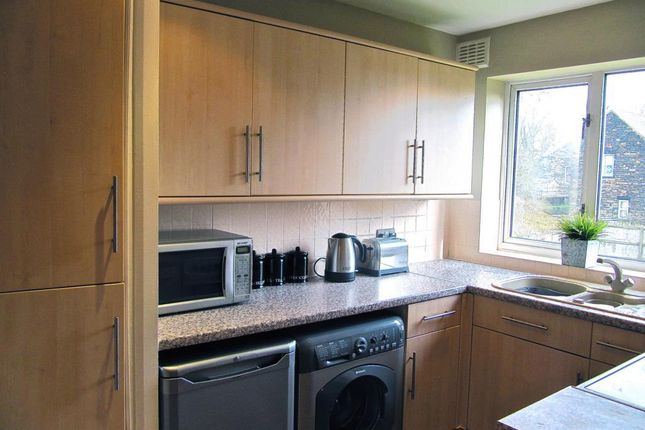 Thumbnail Flat to rent in Green View Court, Davies Avenue, Roundhay