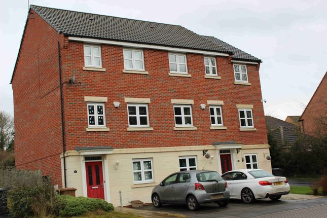 Thumbnail Town house to rent in Badgerdale Way, Littleover, Derby, Derbyshire