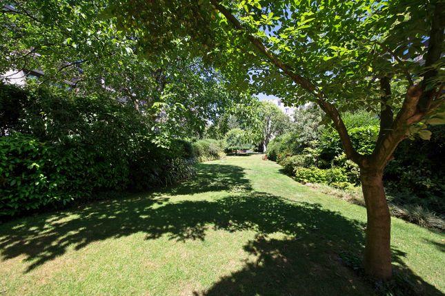 Gardens of Kendal Steps, London W2