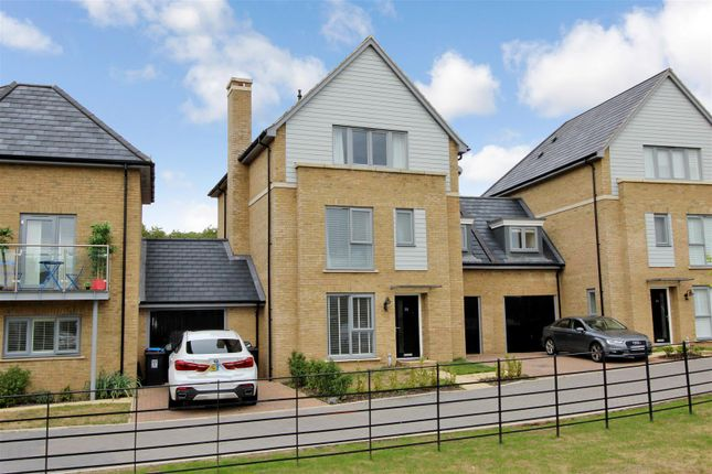 Thumbnail Town house for sale in Executive Townhouse, Kings Copse, Leverstock Green