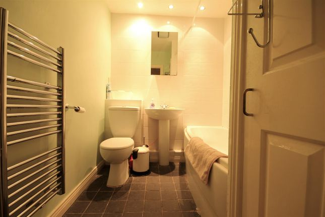 2 bed flat to rent in Sloane Court, Newcastle Upon Tyne NE2