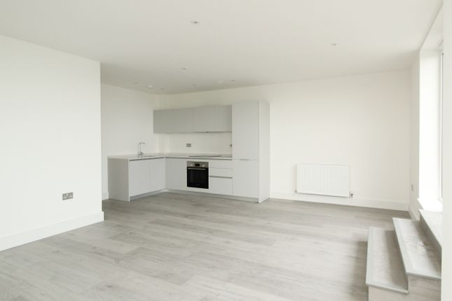 2 bed flat to rent in Lennox Road, Worthing BN11
