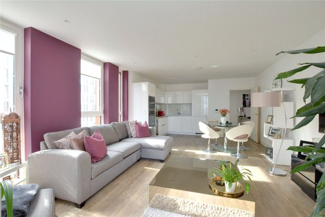 Picture No. 12 of Lariat Apartments, 36 Cable Walk, Greenwich, London SE10