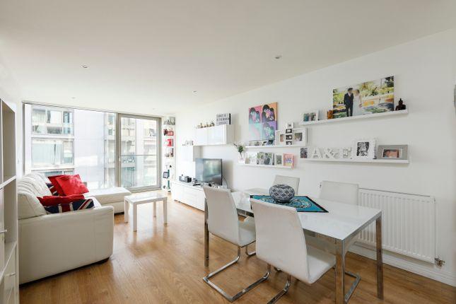 2 bed flat for sale in Waterside Way, London