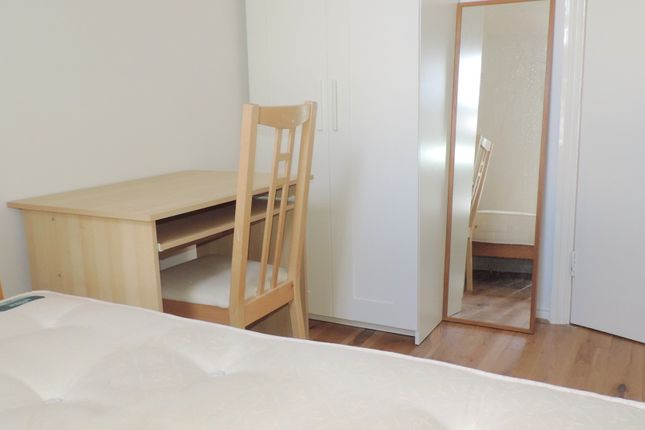 Room to rent in (Room 1) (Flatshare) Delta Building, 35 Ashton Street, Canary Wharf