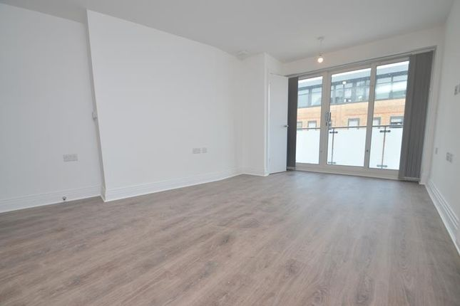 Thumbnail Flat to rent in Metro House, Pinner Road, Northwood