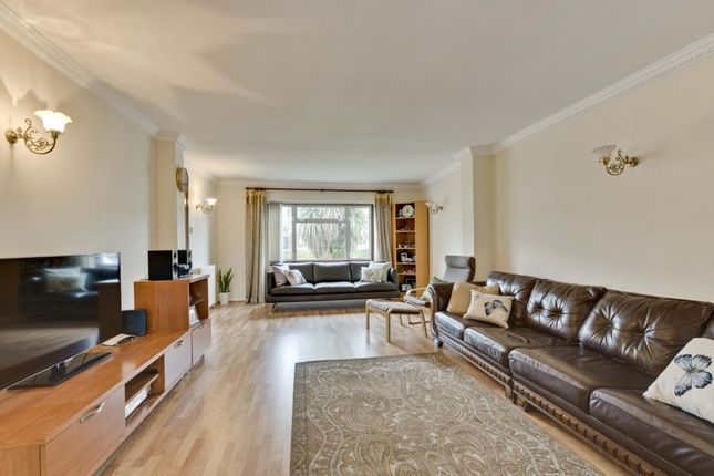 4 bed detached house to rent in Sidney Road, Walton On Thames