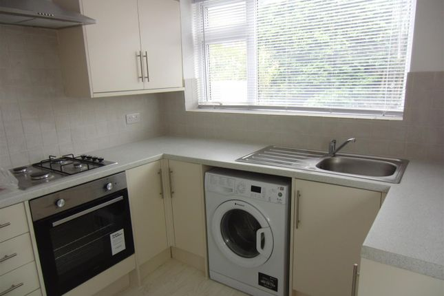 Thumbnail Semi-detached house to rent in Lyndon Avenue, Garforth, Leeds