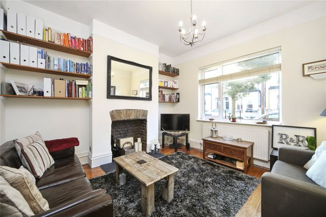 Thumbnail Flat to rent in Glengall Road, London