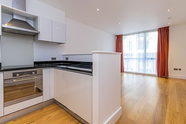 2 bed flat to rent in Winchester Road, London NW3