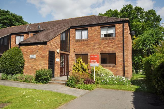 Thumbnail Flat for sale in Stanway Close, Taunton