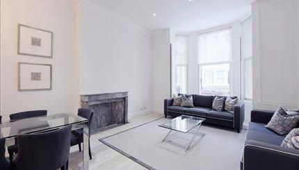 Thumbnail Flat to rent in Somerset Court, Kensington, London