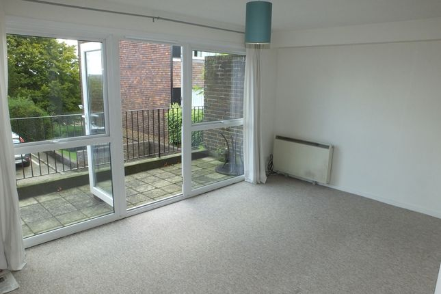 Thumbnail Flat to rent in Eleanor Close, King Henrys Road, Lewes