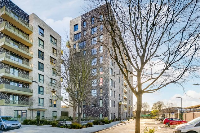 3 bed flat for sale in Welbeck Court, Stanley Road, Acton