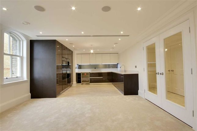 Thumbnail Flat to rent in Lawrence Street, London