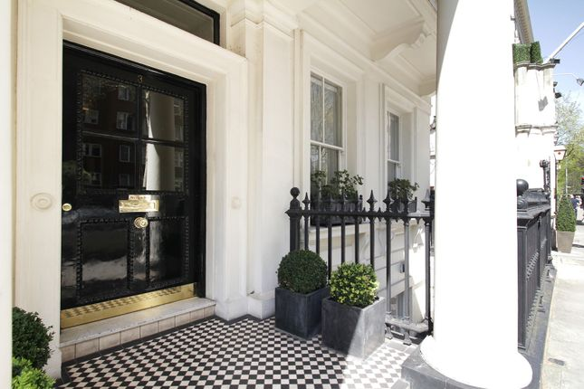3 bed flat for sale in Palace Gate, London