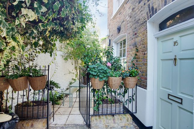 Thumbnail Terraced house for sale in Nelson Place, London