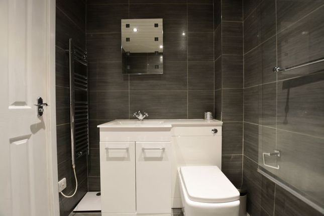 Bathroom 1 of Islay Drive, Old Kilpatrick, Glasgow G60
