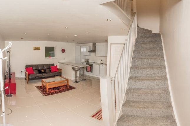 Thumbnail Property to rent in Firs Wood Close, Potters Bar