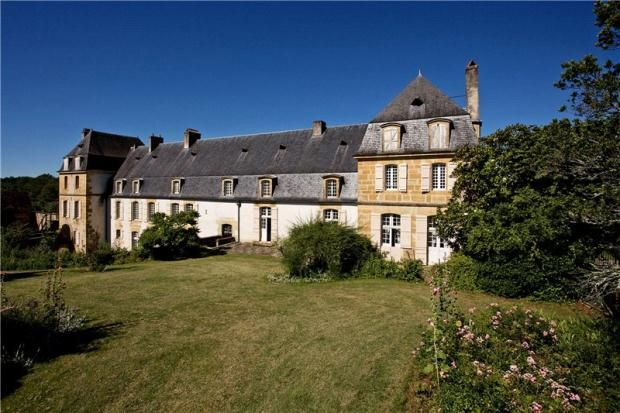 8 bed country house for sale in Hautefort, Dordogne, South West France