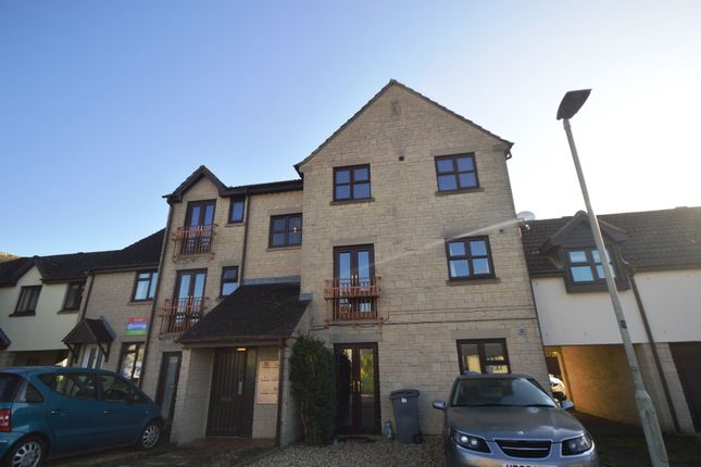 Thumbnail Flat to rent in Woodhouse Close, Cirencester