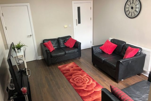 Thumbnail Shared accommodation to rent in Club Garden Road, Sheffield