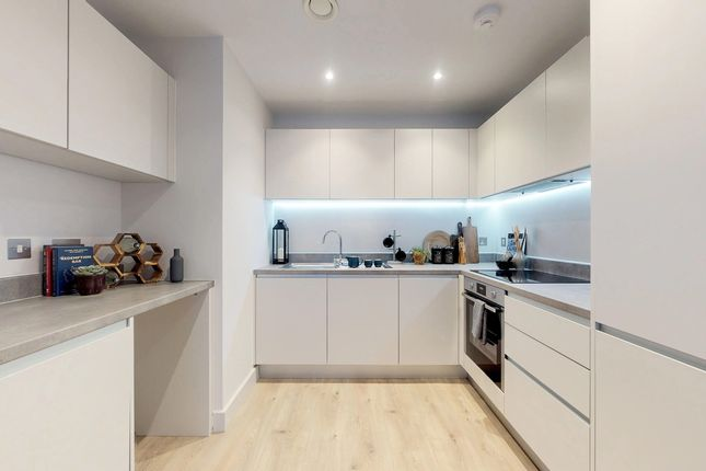 2 bedroom flat for sale in Godstone Road, Whyteleafe Surrey