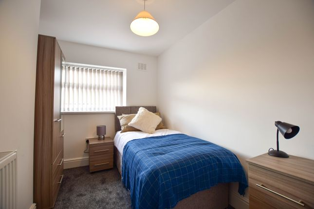 Thumbnail Room to rent in Chiltern Place, Newcastle-Under-Lyme