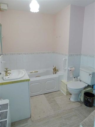 Bathroom of Barfield House, 3 Spath Road, Manchester M20
