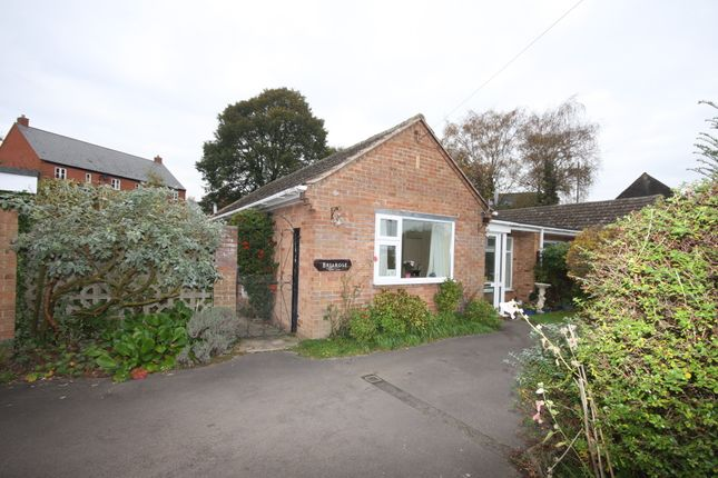 Thumbnail Bungalow for sale in Crawford Close, Bidford On Avon