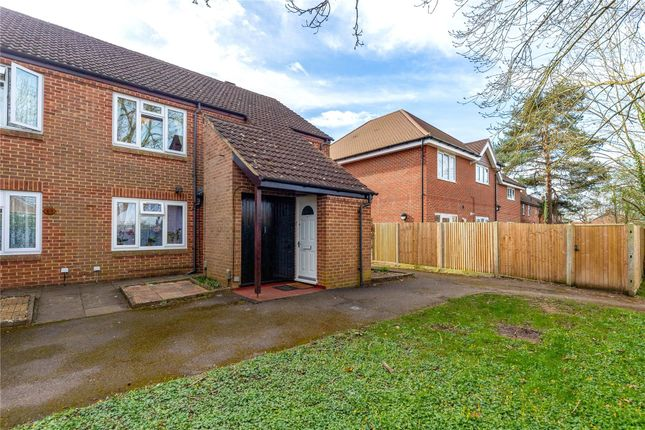 2 bed maisonette to rent in Birch Green, Reading, Berkshire RG2